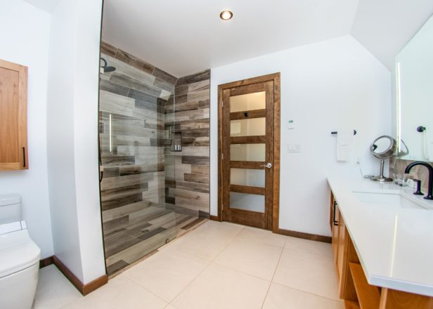 Shower of twin cabin